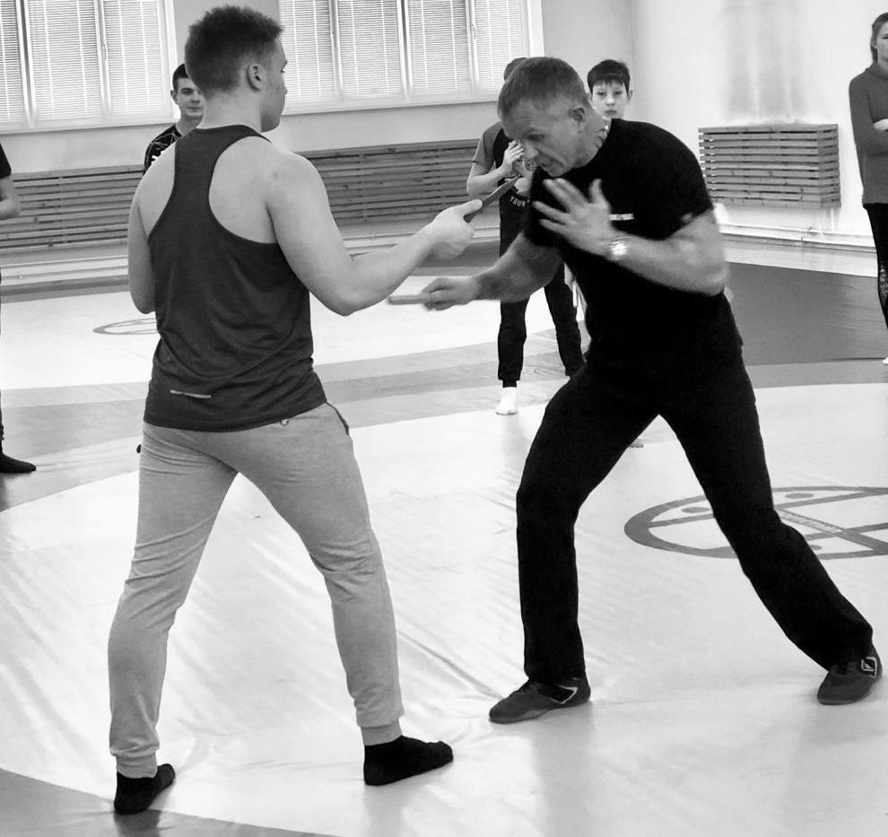 Максим Балашов мастер класс по ножевому бою